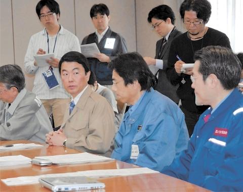 本部会議に出席する阿久津政務官ら政府関係者