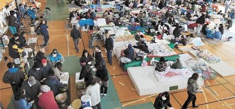 多くの被災者で混雑した震災直後の宮城県石巻市避難所