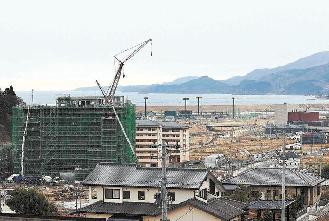 再建が進む新市庁舎と完成した災害公営住宅と市民文化会館